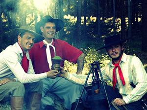 Trzech gauchos pijących chimarrao