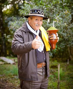 Brazylijski gaucho z cuią pełną chimarrao
