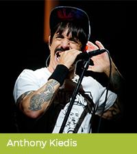 Anthony Kiedis pije yerbę