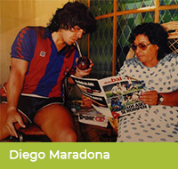 Diego Maradona pije yerbę