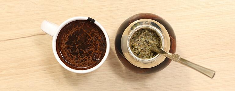 Kawa oraz Yerba Mate - zdjęcie z góry