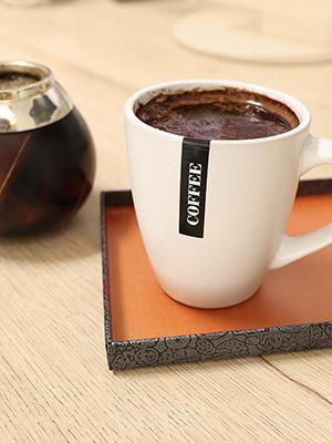 Kawa w białym kubku