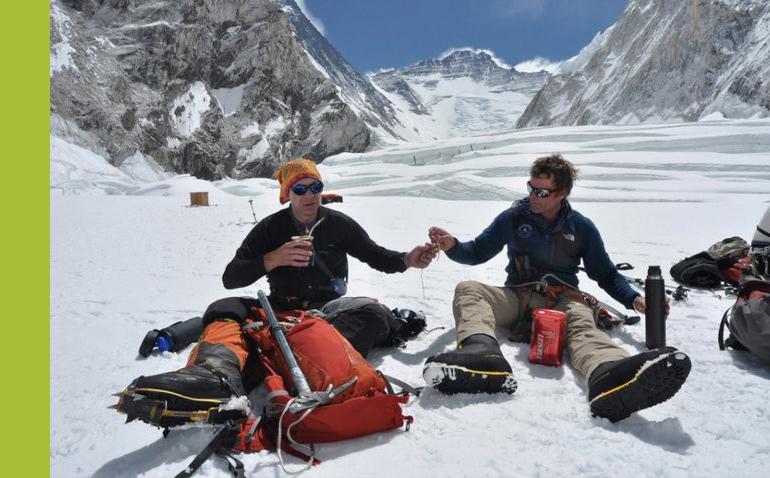 Himalaiści siorbiący yerbę wprzerwie od wspinaczki